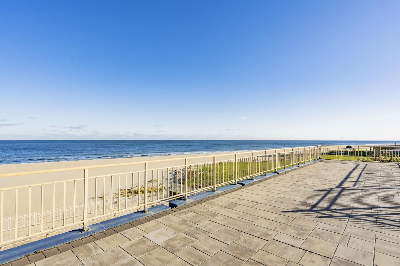 Deck-by-Beach1